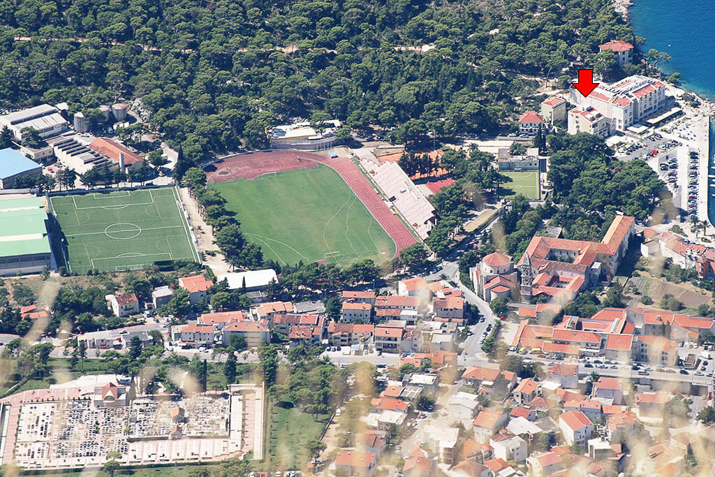 Sports ground next to the apartel